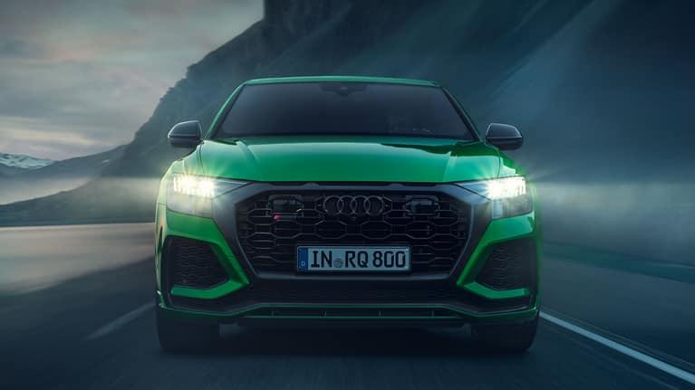Dynamic front view Audi RS Q8